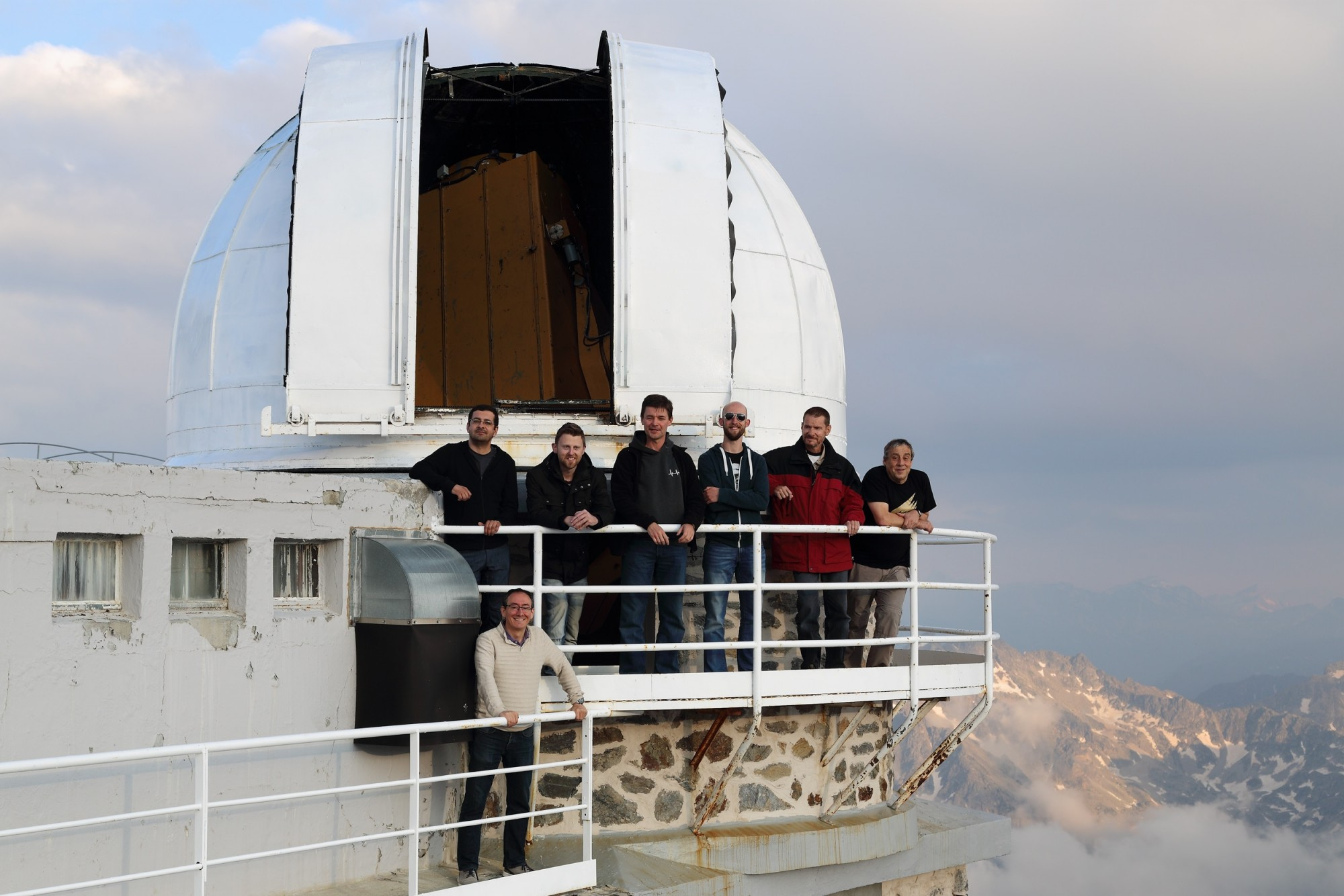 Collaborations between astronomers have let to the establishment of a network of small telescopes under Europlanet 2024 RI to support space missions with rapid-response ground-based observations. Credit: Ricardo Hueso.