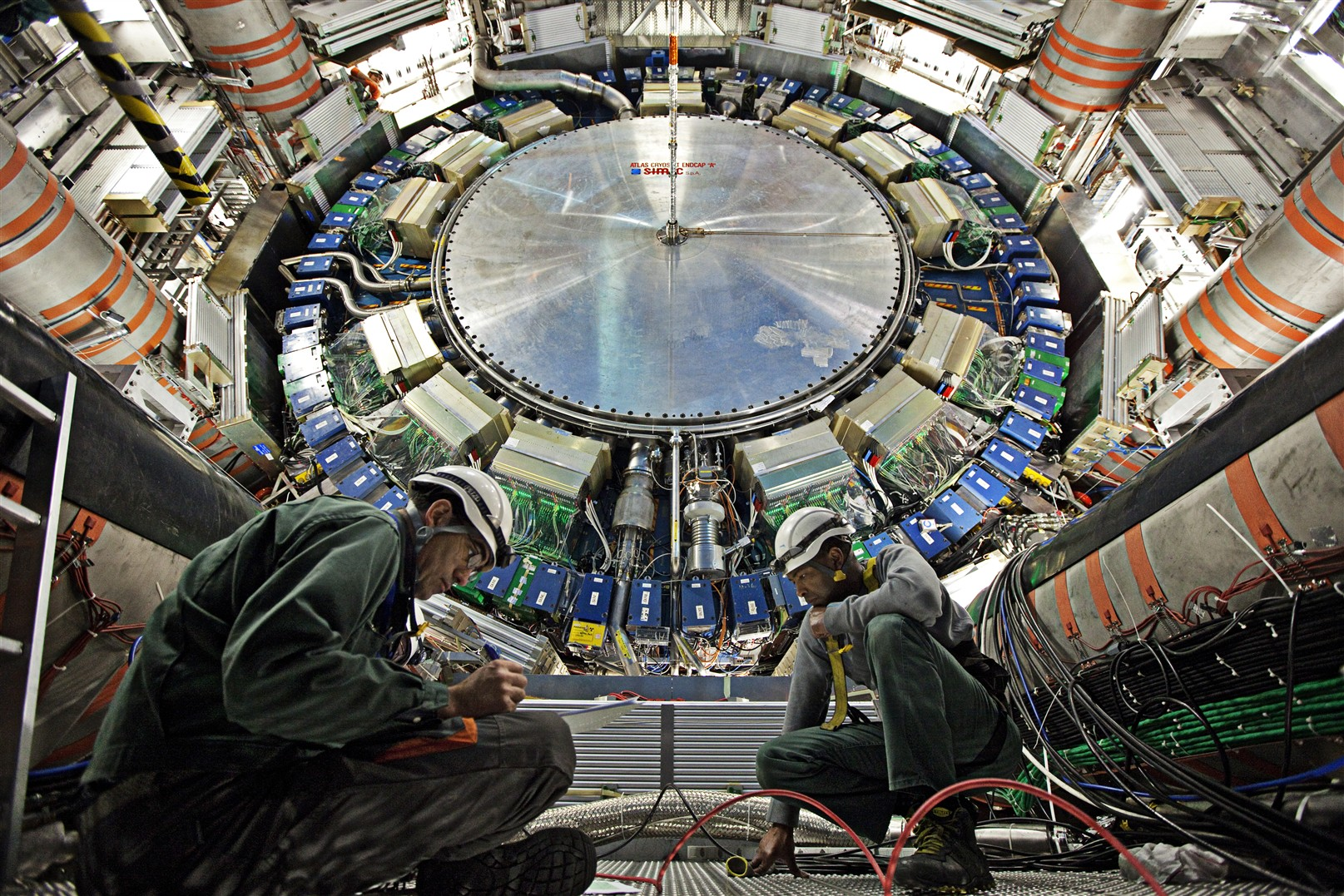 Moving the calorimeter on side A of the ATLAS cavern. Inage: CERN