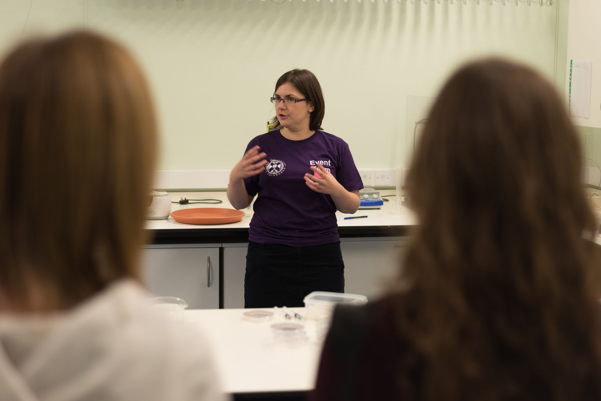 Dr Anne Pawsey explaining the work that takes place in the Food Lab. Image: Dr Michiel Hermes.