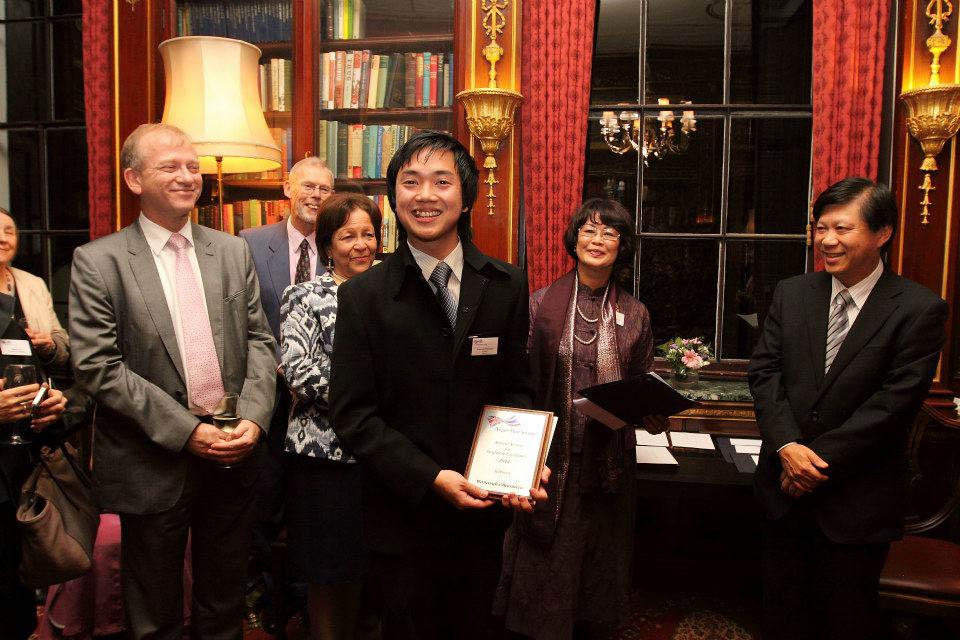 Wanaruk Chaimayo receives the Anglo Thai-Society Academic Excellence Award 2012. Image courtesy Bhiyada Wongwarachat for ThaiSmile magazine.