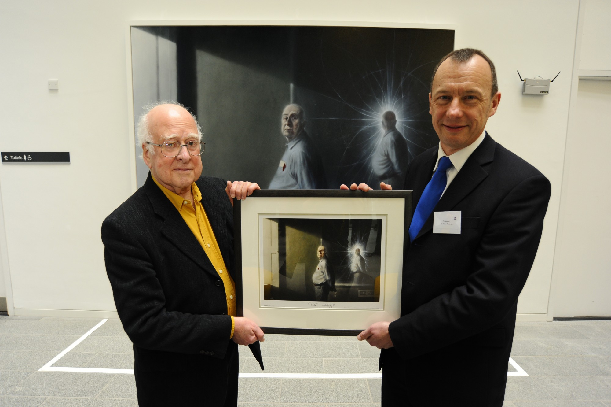 Professor Richard Kenway presents Peter Higgs with a framed print of his portrait by Ken Currie at the unveiling on 2nd March 2009.
