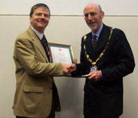 Mike Cates receiving his award from the president of the BSR, Prof. Phil Banfill from Heriot-Watt University.